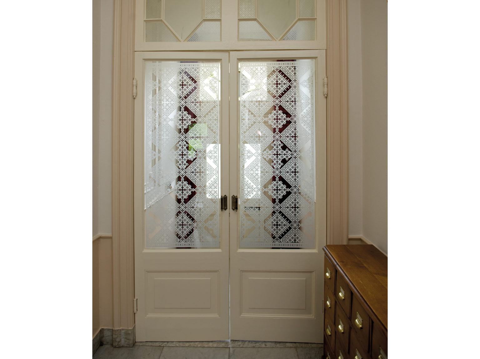 raamfolie patroon/schutspatroon op vestibuledeuren