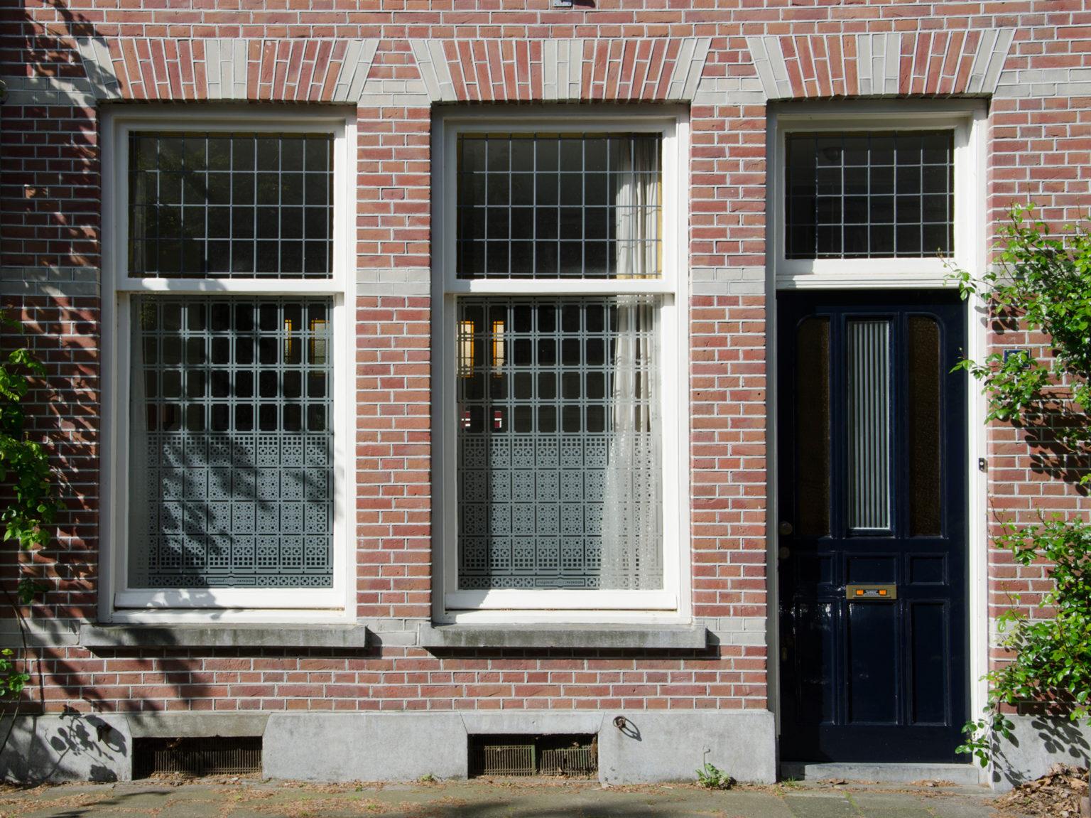 op maat ontworpen raamfolie patroon / schutspatroon voor woonkamer van buiten gezien